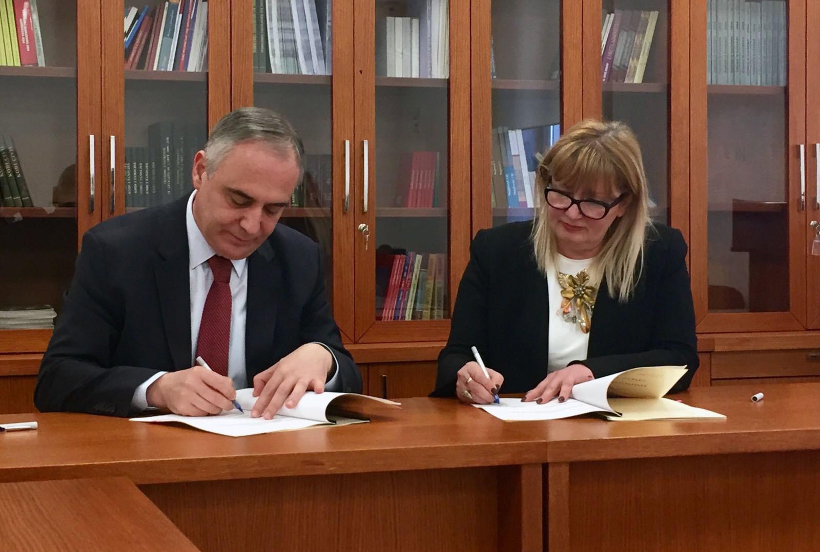 Zyra e Komisionerit dhe Dhoma Kombëtare e Ndërmjetësve nënshkruajnë marrëveshje bashkëpunimi