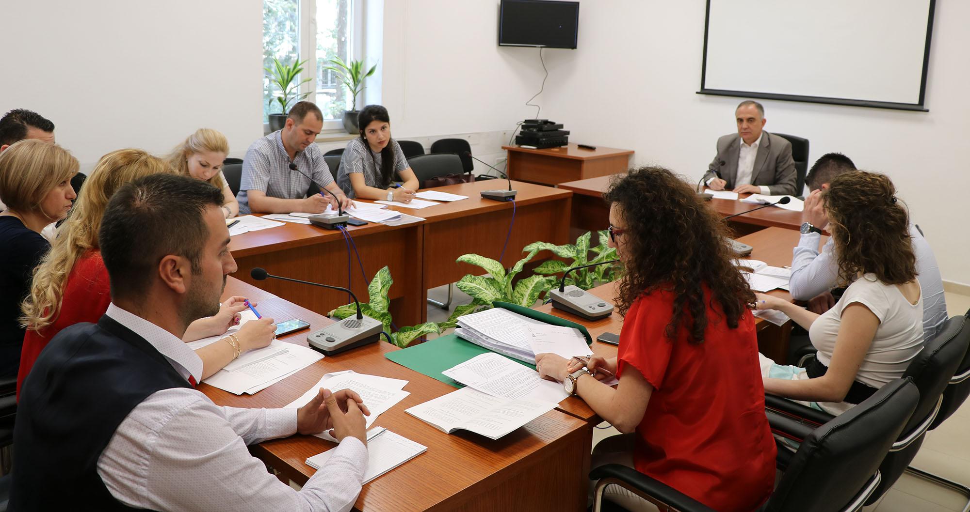 Seancë dëgjimore në zbatim të legjislacionit për njoftimin dhe konsultimin publik