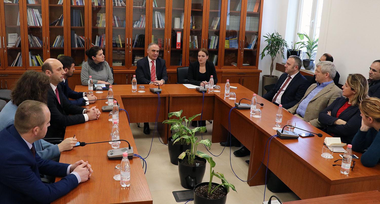 Takim me zyrtarë të institucioneve të Republikës së Kosovës