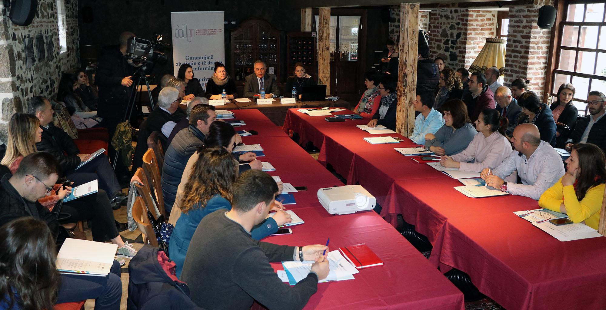 Balanca mes të drejtave në legjislacionin shqiptar, takim rajonal në Korçë