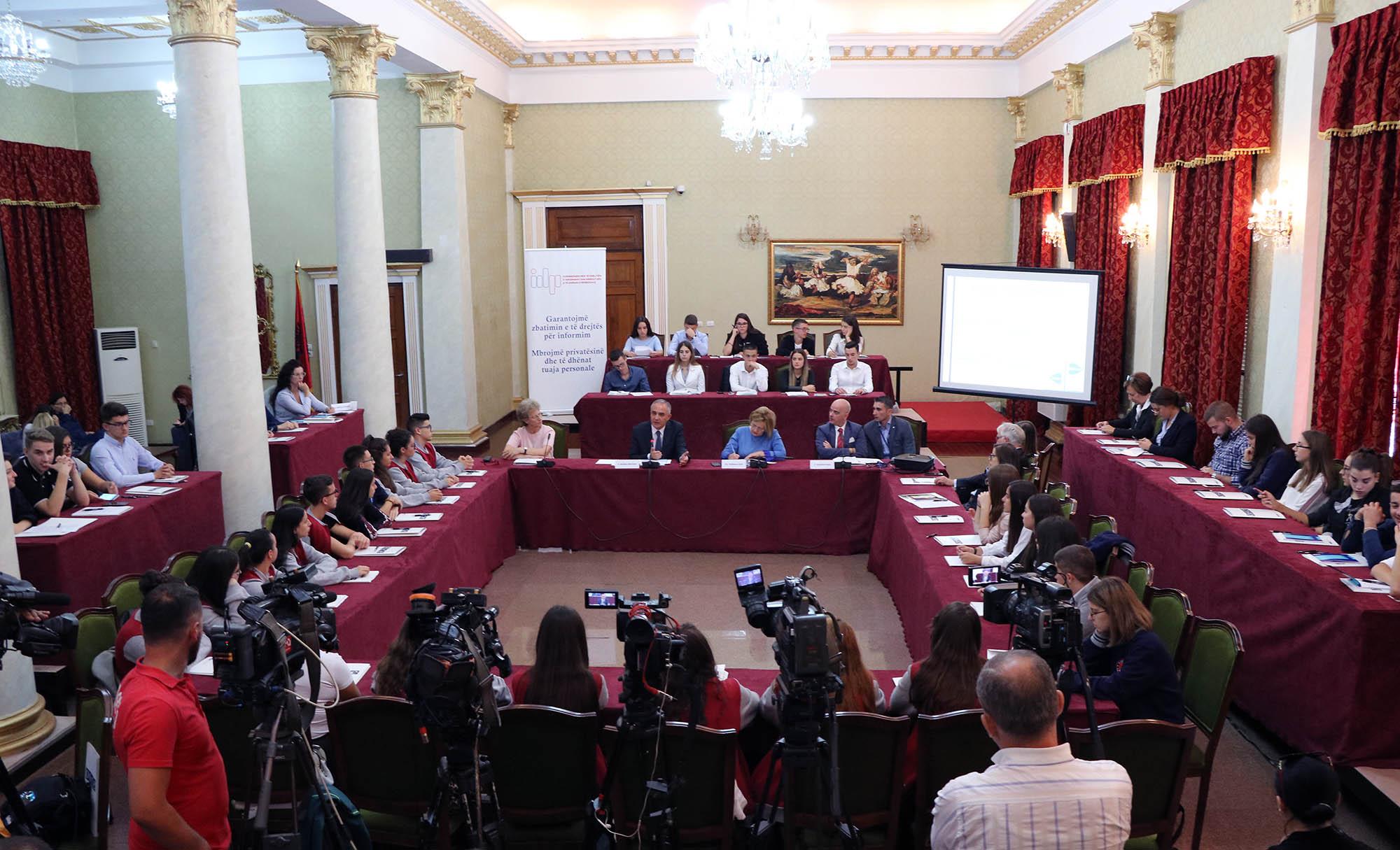Dita Ndërkombëtare e të Drejtës për Informim, takim i hapur me nxënësit e shkollave të mesme të Tiranës