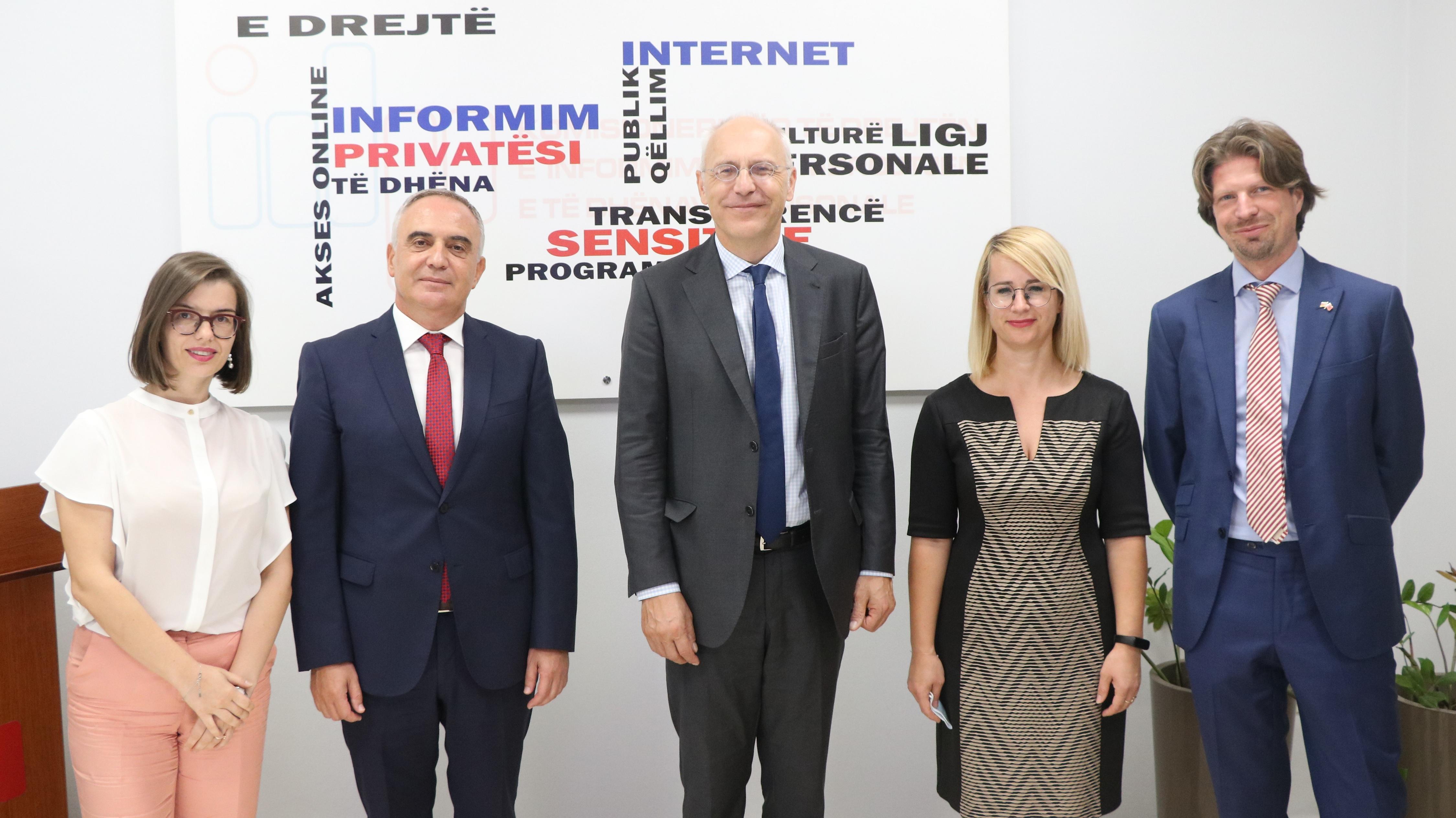 Ambasadori gjerman në Shqipëri viziton Zyrën e Komisionerit